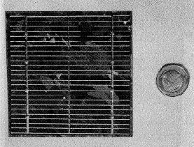 Una cella FV al silicio policristallino (circa 10 x 15cm)