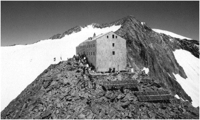 Un impianto FV per l'alimentazione di un rifugio alpino